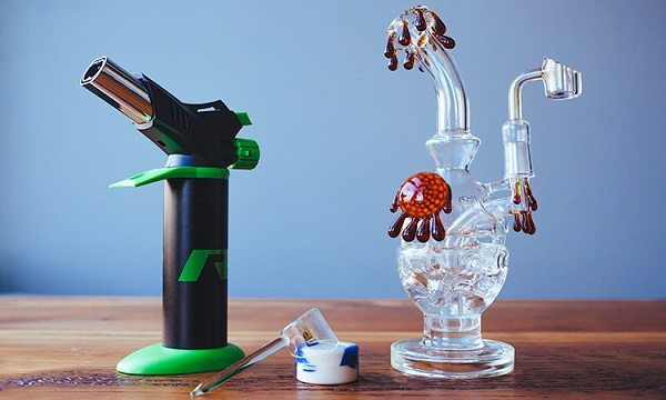 Oil Dab Rig - how to smoke concentrates